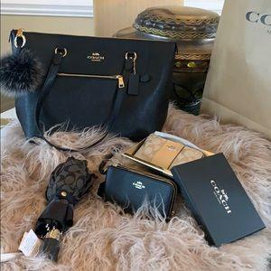 Gorgeous NWT Coach Crossgrain leather Set